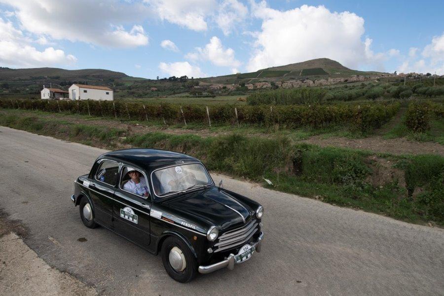 Il giro per la Sicilia a bordo di auto storiche